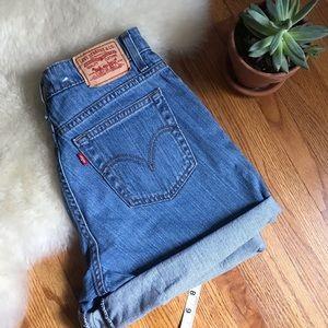 Like new Levi's 550 shorts